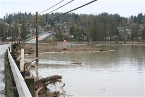 2009 Jan Flood Woodinville Duvall Road looking east